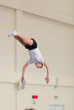 Gomel, Λευκορωσία - 12 Νοεμβρίου 2016: Αθλητικοί ανταγωνισμοί στο acrobatics μεταξύ των αγοριών και των κοριτσιών γεννημένων το 2 Στοκ εικόνες με δικαίωμα ελεύθερης χρήσης