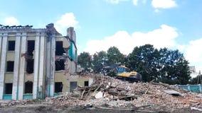Gomel, Беларусь - 4-ое августа 2018: Подрывание здания машины Volvo разрушительное сток-видео