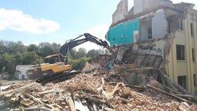 Gomel, Беларусь - 4-ое августа 2018: Подрывание здания машины Volvo разрушительное видеоматериал
