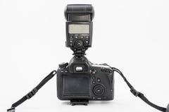 GOMEL, БЕЛАРУСЬ - 12-ое мая 2017: Камера канона 6d с объективом на белой предпосылке Канон manufactur камеры ` s самое большое SL Стоковые Фото