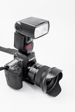 GOMEL, БЕЛАРУСЬ - 12-ое мая 2017: Камера канона 6d с объективом на белой предпосылке Канон manufactur камеры ` s самое большое SL Стоковое фото RF