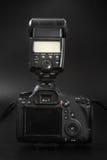 GOMEL, БЕЛАРУСЬ - 12-ое мая 2017: Камера канона 6d с объективом на черной предпосылке Канон manufactur камеры ` s самое большое S Стоковые Фото