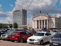 GOMEL, БЕЛАРУСЬ - 15-ОЕ МАЯ 2019: Квадрат Ленин Театр и почтовое отделение стоковое фото rf