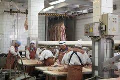 GOMEL, БЕЛАРУСЬ - 22-ое сентября 2011: Завод обработки мяса Обрабатывать свинины и говядины Машины, механизмы и оборудование стоковое фото rf