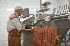 GOMEL, БЕЛАРУСЬ - 22-ое сентября 2011: Завод обработки мяса Обрабатывать свинины и говядины Машины, механизмы и оборудование стоковые изображения