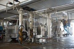 GOMEL, БЕЛАРУСЬ - 22-ое сентября 2011: Зернокомбайн для обрабатывать молоко Машины, механизмы и оборудование стоковые фотографии rf