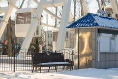 Gomel, Беларусь - 31-ое января 2017: Кассовый сбор зимы Snowy в парке атракционов города Стоковые Фото