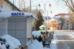 Gomel, Беларусь - 31-ое января 2017: Кассовый сбор зимы Snowy в парке атракционов города Стоковая Фотография