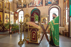 GOMEL, BELARUS - 8 AOÛT 2014 : Église chrétienne orthodoxe à l'intérieur Images libres de droits