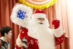 Gomel, Belarus - 20 décembre 2017 : Vacances du ` s de nouvelle année pour des enfants dans le jardin d'enfants Enfants 4 - 5 ans Images stock