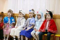 Gomel, Belarus - 20 décembre 2017 : Vacances du ` s de nouvelle année pour des enfants dans le jardin d'enfants Enfants 4 - 5 ans Images libres de droits