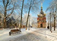 GOMEL, BELARUS - 23 JANVIER 2018 : Le tombeau à la cathédrale de Peter et le Paul dans la ville se garent dans le gel glacial Image stock