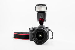GOMEL, BELARUS - 12 mai 2017 : Appareil-photo de Canon 6d avec la lentille sur un fond blanc Canon est du monde le plus grand SLR Photo stock