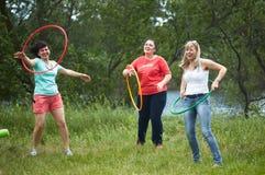 GOMEL, BELARUS - 19 mai 2018 : jeux de plein air pour des enfants en nature sur un pique-nique Photo stock