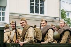 Gomel, Belarus Re-enactos habillé en tant que soldats soviétiques russes de Photographie stock libre de droits