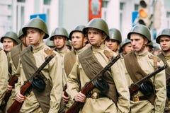 Gomel, Belarus Re-enactos habillé en tant que soldats soviétiques russes de Images stock
