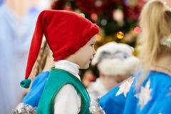 Gomel Białoruś, GRUDZIEŃ, - 20, 2017: Nowego Roku ` s wakacje dla dzieci w dziecinu Dzieci 4, 5 roku - Obrazy Stock