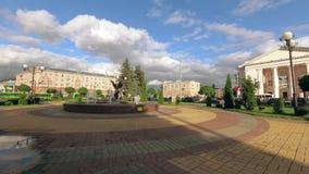 Gomel Białoruś, Lipiec, - 4, 2018: Fontanna przy stacyjnym kwadratem zdjęcie wideo