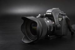 GOMEL BIAŁORUŚ, Maj, - 12, 2017: Canon 6d kamera z obiektywem na czarnym tle Canon jest światowym ` s SLR kamery wielkim manufact Fotografia Royalty Free