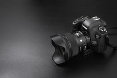 GOMEL BIAŁORUŚ, Maj, - 12, 2017: Canon 6d kamera z obiektywem na czarnym tle Canon jest światowym ` s SLR kamery wielkim manufact Obraz Royalty Free