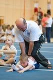 Gomel Białoruś, MAJ, - 21, 2012: Rywalizacja wśród chłopiec w 2006, 2007 w gimnastykach - Dyscyplina - ogólny fizyczny szkolenie Fotografia Royalty Free