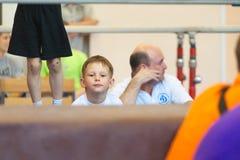 Gomel Białoruś, MAJ, - 21, 2012: Rywalizacja wśród chłopiec w 2006, 2007 w gimnastykach - Dyscyplina - ogólny fizyczny szkolenie Obrazy Stock
