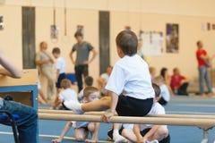 Gomel Białoruś, MAJ, - 21, 2012: Rywalizacja wśród chłopiec w 2006, 2007 w gimnastykach - Dyscyplina - ogólny fizyczny szkolenie Obraz Stock