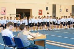 Gomel Białoruś, MAJ, - 21, 2012: Rywalizacja wśród chłopiec w 2006, 2007 w gimnastykach - Dyscyplina - ogólny fizyczny szkolenie Obrazy Royalty Free