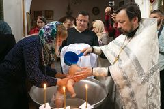 GOMEL BIAŁORUŚ, Wrzesień, - 23, 2017: Kościół Święty Wielki męczennik George Zwycięski Obrządek chrzczenie Fotografia Stock