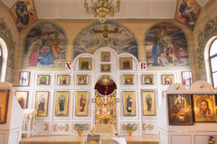 Gomel, Bielorrússia - 26 de julho de 2014: Interior dos ícones na igreja ortodoxa Foto de Stock Royalty Free
