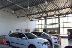 Gomel, Bielorrússia - 3 de junho de 2015: O negociante oficial de Nissan - motores Autoworld, rua Khatayevich 32, Fotos de Stock