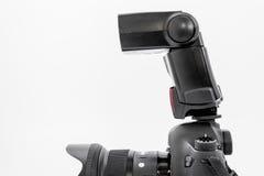 GOMEL, BIELORRÚSSIA - 12 de maio de 2017: Câmera de Canon 6d com lente em um fundo branco Canon é o manufactur o maior da câmera  Imagem de Stock Royalty Free