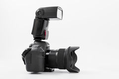 GOMEL, BIELORRÚSSIA - 12 de maio de 2017: Câmera de Canon 6d com lente em um fundo branco Canon é o manufactur o maior da câmera  Fotografia de Stock Royalty Free
