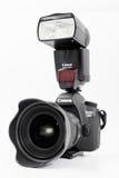 GOMEL, BIELORRÚSSIA - 12 de maio de 2017: Câmera de Canon 6d com lente em um fundo branco Canon é o manufactur o maior da câmera  Foto de Stock