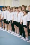 GOMEL, BIELORRÚSSIA - 25 de novembro de 2017: Competições do estilo livre entre homens novos e mulheres em 2005-2007 No programa, Imagens de Stock Royalty Free