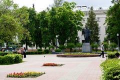 Gomel, Bielorrússia, o 18 de maio de 2010: O monumento a Cyril de Turov em Gomel foi estabelecido 4 de setembro de 2004 Fotografia de Stock