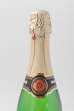 GOMEL, BIELORRUSIA - 7 DE ABRIL DE 2017: BOTELLA de champán SOVIÉTICO en un fondo blanco Fotografía de archivo