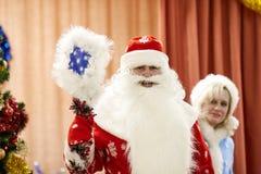 Gomel, Bielorrusia - 20 de diciembre de 2017: Día de fiesta del ` s del Año Nuevo para los niños en guardería Niños 4 - 5 años Fotos de archivo