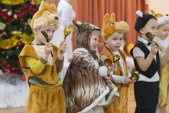 Gomel, Bielorrusia - 22 de diciembre de 2016: Día de fiesta del ` s del Año Nuevo para los niños en guardería Niños 3 - 4 años Imagenes de archivo