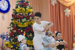 Gomel, Bielorrusia - 22 de diciembre de 2016: Día de fiesta del ` s del Año Nuevo para los niños en guardería Niños 3 - 4 años Imagen de archivo