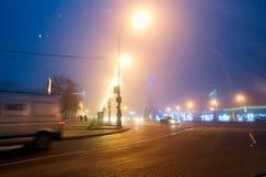 Gomel, Bielorrusia - 28 de diciembre de 2017: Iluminación del ` s del Año Nuevo en la plaza principal de la ciudad Pequeñas forma Fotos de archivo libres de regalías