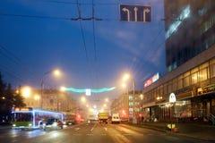 Gomel, Bielorrusia - 28 de diciembre de 2017: Iluminación del ` s del Año Nuevo en la plaza principal de la ciudad Pequeñas forma Imagen de archivo