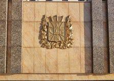 Gomel, Bielorrusia - 24 de enero de 2018: Escudo de armas de la región de Gomel en el cuadrado de Lenin Foto de archivo libre de regalías