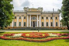 Gomel, Bielorrusia - 9 de julio de 2015: Palacio de Rumyantsev - Paskevich en el parque de la ciudad de Gomel, Bielorrusia Fotografía de archivo