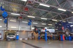 Gomel, Bielorrusia - 3 de junio de 2015: El distribuidor autorizado oficial de Nissan - motores Autoworld, calle Khatayevich 32, Foto de archivo