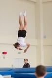 Gomel, Bielorrusia - 12 de noviembre de 2016: Competencias de deportes en la acrobacia entre los muchachos y las muchachas llevad Imagen de archivo