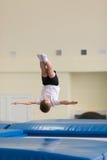 Gomel, Bielorrusia - 12 de noviembre de 2016: Competencias de deportes en la acrobacia entre los muchachos y las muchachas llevad Fotos de archivo libres de regalías