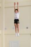 Gomel, Bielorrusia - 12 de noviembre de 2016: Competencias de deportes en la acrobacia entre los muchachos y las muchachas llevad Imagen de archivo libre de regalías