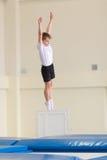 Gomel, Bielorrusia - 12 de noviembre de 2016: Competencias de deportes en la acrobacia entre los muchachos y las muchachas llevad Fotografía de archivo