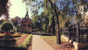 GOMEL, BIELORRUSIA - 26 DE SEPTIEMBRE DE 2018: Conjunto del palacio y del parque del Rumyantsevs Paskevichi almacen de video